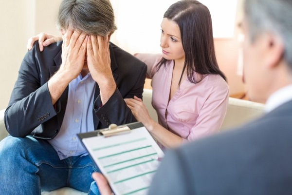Доктор, рассказавший своему пациенту про основные симптомы снижения потенции