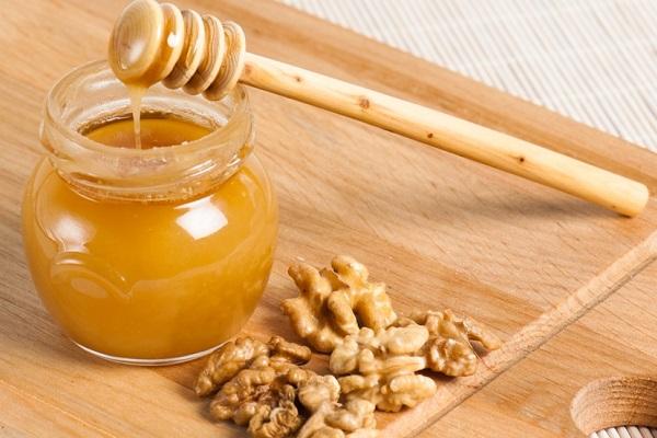 Мед и грецкие орехи для усиления потенции