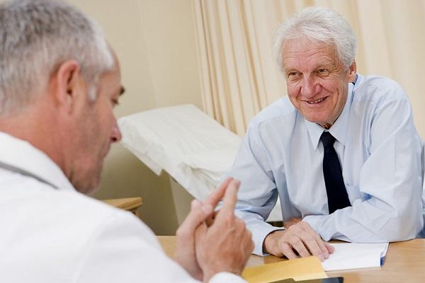 Пациент с импотенцией на приеме врача
