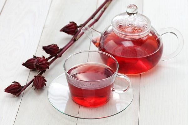 Заваренный чай каркаде