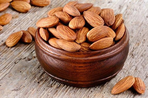 Полезный для мужчин миндальный орех