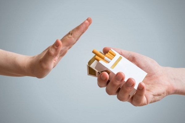 Отказавшийся от курения мужчина