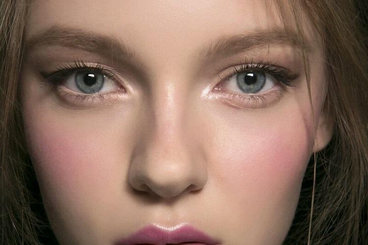 Девушка с холодными глазами