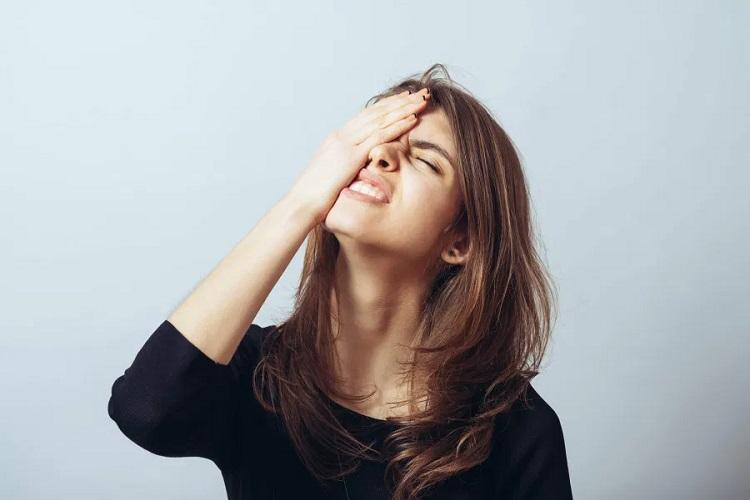 Девушка, расстроенная тем что у ее партнера СТОСН