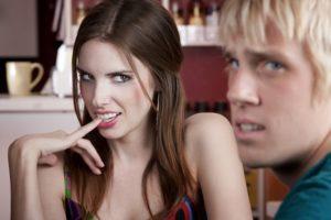 20 признаков, как понять, что девушка пользуется мужчиной — тебе нужно срочно уходить