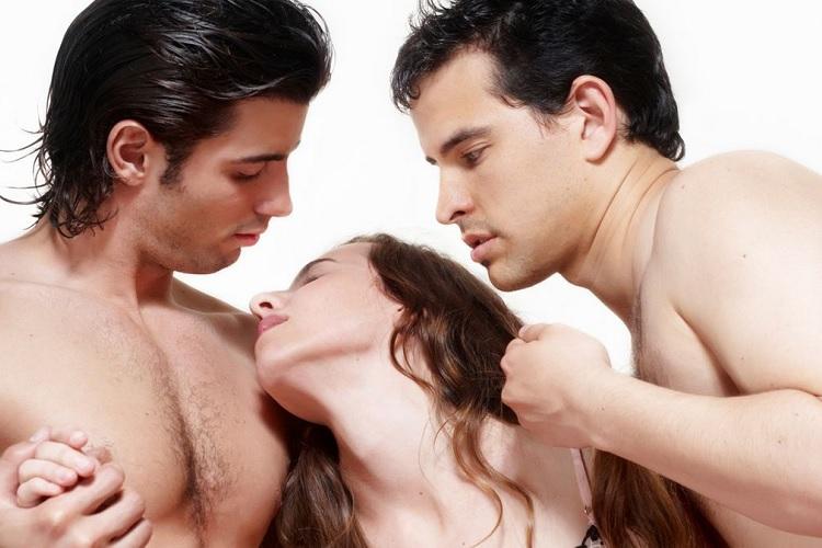 Два мужчины и женщина