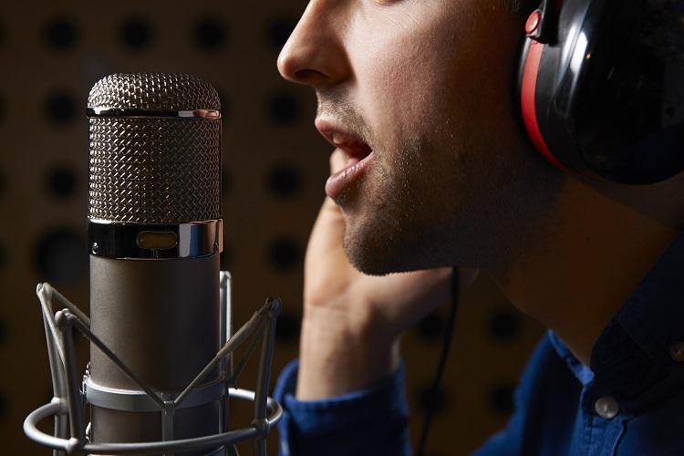 Приятный голос